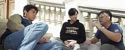 刘青云(左起)、张家辉拍摄还童戏时,穿着也显得更加年轻。
