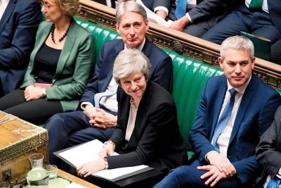 """国会""""迫""""独自丽莎梅(面临)同欧盟重启谈判,可欧盟态度强硬。(法新社照片)"""