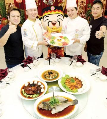 艺厨私房菜业主与厨师,诚意献上味美年菜。左起:业主庄净杰、业主兼行政总厨林礼胜(弟)、主厨林礼杰(兄)、业主梁嘉峻。