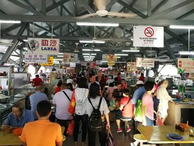 小依淡菜市小贩熟食中心,近些年每逢过年,各种小食及饮料都无涨价,啊无偷工减料,得顾客口碑载道。