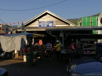 小依淡菜市小贩中心外貌。