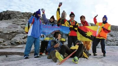 5年前,Marcos成功跨越视觉障碍,登上了沙巴神山,东南亚第一高峰。
