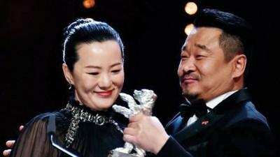 《浓》王景春(右)和咏梅包办柏林影展影帝、继。