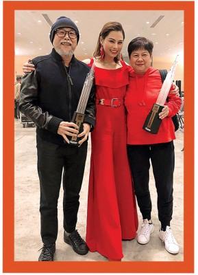 父母是李幸倪最强的后盾,这些年她都会抽很多时间与他们相聚。