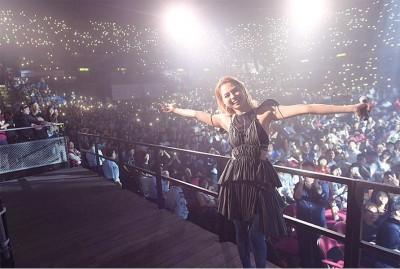 去年6月,李幸倪终于美梦成真,在红馆连开了两场演唱会,站上大舞台唱歌给大家听。