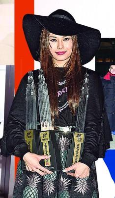 在香港发展的这些年,李幸倪也获得不少奖项的肯定。