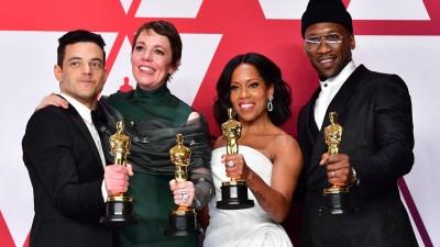 镀金得主合影:左起影帝雷米马利克、影后奥莉薇亚柯尔曼、女配角雷吉娜金恩及男配角马赫夏拉阿里。