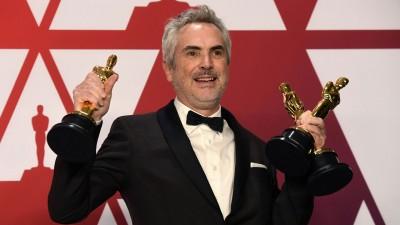 艾方索古瓦龙以《罗马》拿下最佳导演。