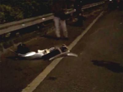 车头保险杠掉落现场。