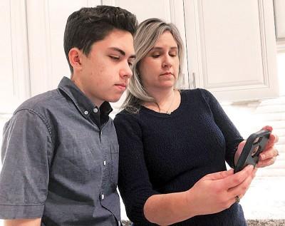汤普森以及妈妈表示不能联络上苹果公司通知有关发现漏洞的业务。