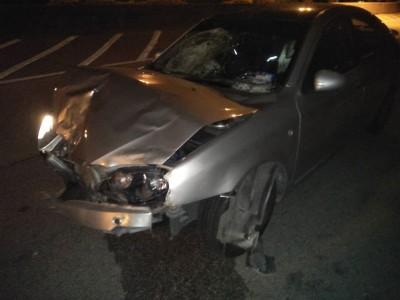 肇祸司机将轿车停在案发现场200公尺外后潜逃,警方还在追查司机下落。