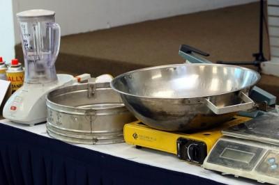 疑犯使用一般的厨具,作为炼毒工具。