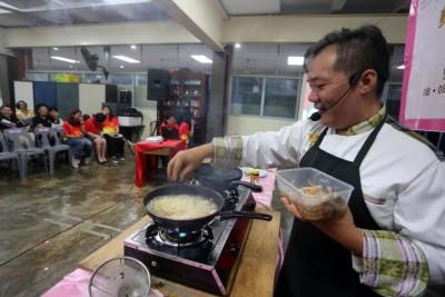 容在钧厨艺精湛,其二学生桃李满天下。