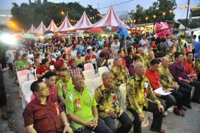 2019年万脚兰蛇庙新春庙会于庙口一路沿路展开,现场可见吸引大批民众前来参与。