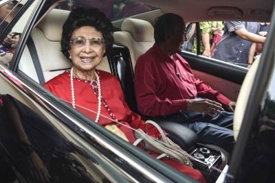 马哈迪伉俪准时抵达中总大厦,共庆己亥年新春大团拜。