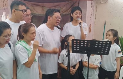 李佩玲领家人哀唱曲子,通往大致敬!