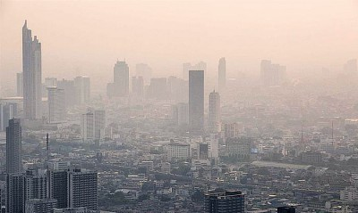 雾霾笼罩泰国首都曼谷近一个月。