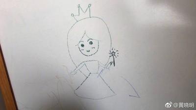画中的Baby头戴皇冠,在父子心目中的尊崇地位不言可喻。