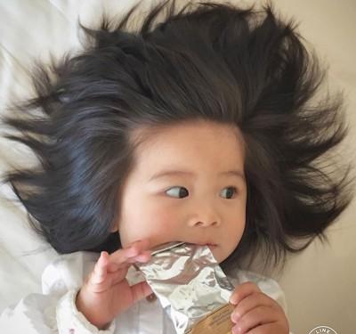1岁多的Chanco因爆炸发量走红。