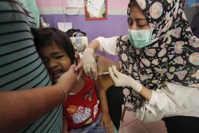 卫生部以领到上建议,强制家长让孩子注射疫苗。(档案照)