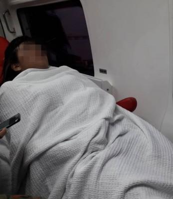 坠海获救的女子已送院治疗。