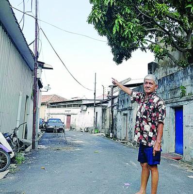 杨文明:四条总长后巷美化工程同年多了,同出后巷路灯都还没有安!