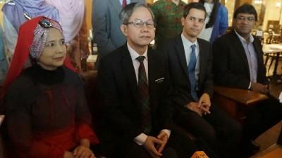 李文材(左2):政府将在吉打双溪大年兴建全马第4家政府癌症医院。