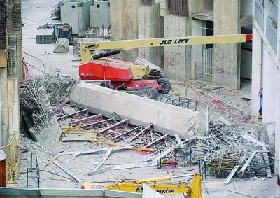 玛格烈通道工地发生混凝土衔接桥坍塌意外。