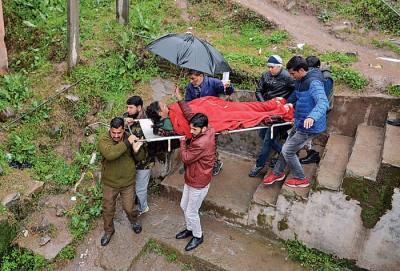 克什米尔有人受伤送院。(法新社照片)