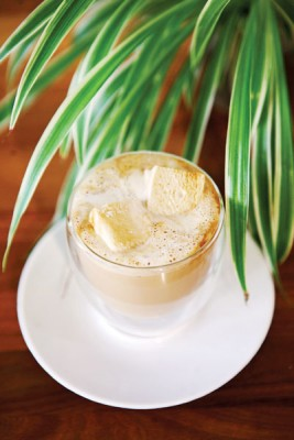 Mallow White + Stout Marshmallow(RM13)--混合淡淡麦香、奶香与咖啡香气却一点都不苦,这黑啤口味棉花糖、牛奶与浓缩咖啡的组合虽然新奇但接受度却一点都不低。