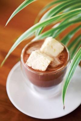 Cocoa + Orange Ginger Marshmallow(RM11)--错过得再等一年的季节限定橙姜口味棉花糖,散发来自新鲜橙汁的微甜、橙皮微苦与生姜微辣的浓郁圣诞气息,搭配热可可一起享用,香甜暖心。