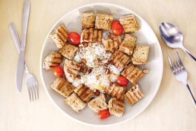 Power House(RM13)--有人选择拿起一块烤面包轻轻沾着半生熟蛋吃;有的人却喜欢将整碟食物都混在一起后才送入口中。无论是哪种吃法,这碟用料简单却美味的餐点都可为新的一天注入满满能量。
