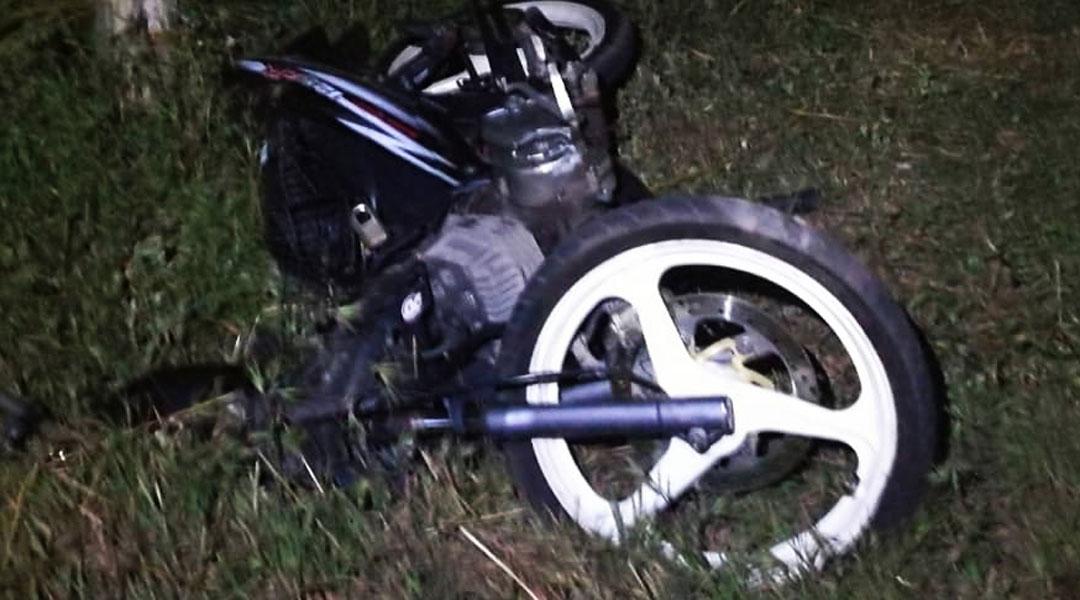 15岁死者所骑的摩托车毁不成形。